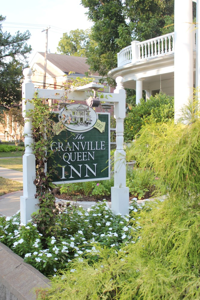 Granville Queen Bed and Breakfast  (1/2)